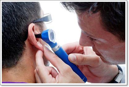 Почему уши закладывает: причины, как избавиться