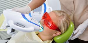 Преимущества отбеливания зубов холодным светом Бейонд Polus и этапы процедуры