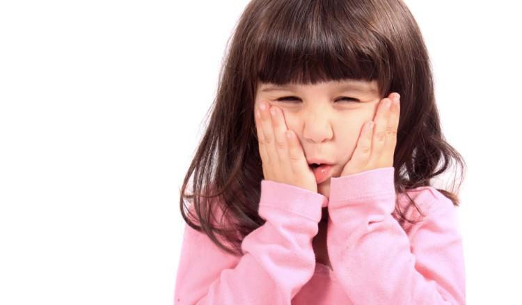 Что делать, если у ребенка после удара появилась шишка и опухла щека, насколько опасен ушиб?