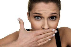 Как избавиться от неприятного запаха во рту по утрам: причины возникновения, разновидности и лечение у взрослых и детей
