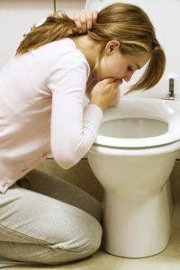 Утренняя тошнота в сопровождении других симптомов может указывать на гастрит с низкой кислотностью