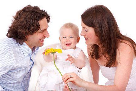мужчина с женщиной и ребёнок