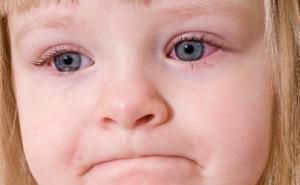 Когда режутся первые молочные зубы у младенцев, во сколько месяцев они начинают лезть у ребенка?