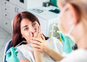 Можно ли лечить кариес или удалять зубы в период простуды с насморком и температурой?