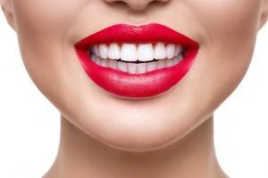 Можно ли во время беременности отбеливать зубы полосками или с помощью других средств?