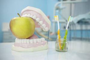 Что называется гемисекцией корня зуба, для чего это проводится, когда противопоказано?
