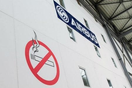 Знак запрета курения в аэропорту