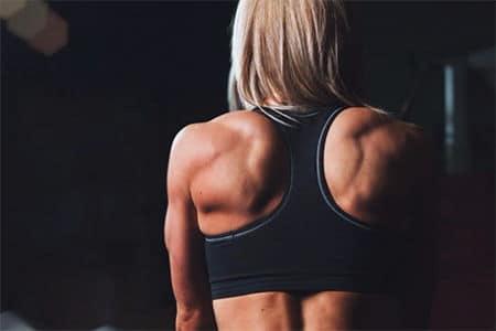 накаченная спина у женщины