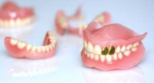 Увидеть во сне, как выпала или сломалась вставная челюсть: к чему снятся зубные протезы, что говорится в сонниках?