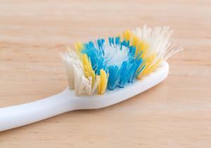 Правила ухода за зубной щеткой и применение ультрафиолетового стерилизатора для дезинфекции