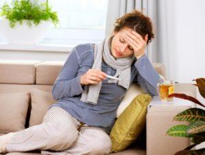 Высокая температура - один из основных симптомов заболевания