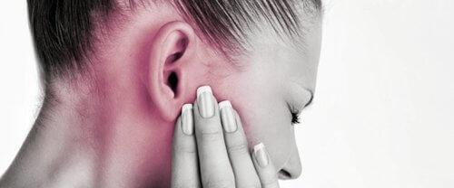 Отит уха у взрослых: симптомы и лечение