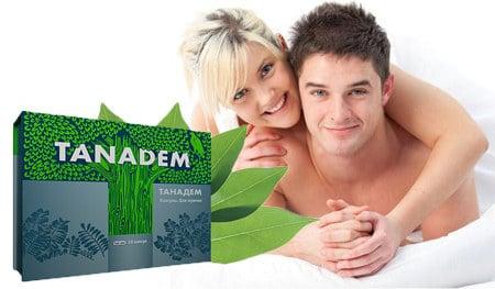 мужчина и женщина в постели улыбаются