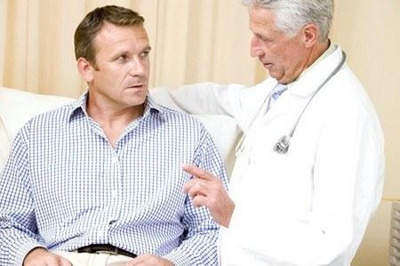 Мужчина на приеме у врача